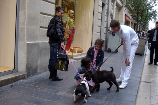 kids with dogs in Bordeaux