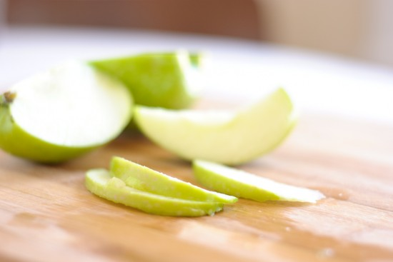 sliced granny smith apple