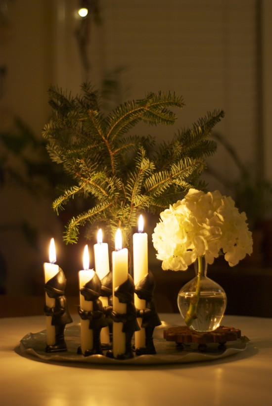 evergreen, elf candles and white hydrangea tablescape