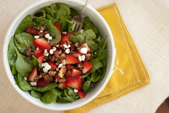 strawberry spinach salad recipe with sweet and spicy walnuts, goat cheese and balsamic vinaigrette