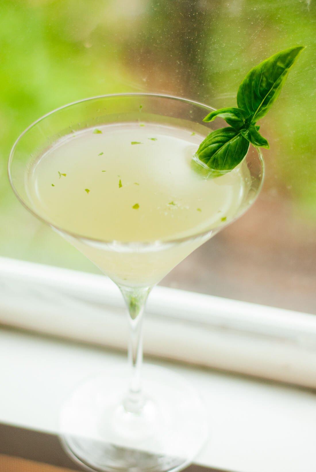 basil gimlet cocktail recipe