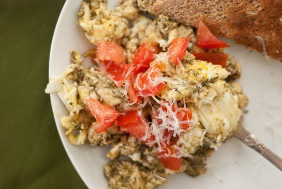 pesto scrambled eggs