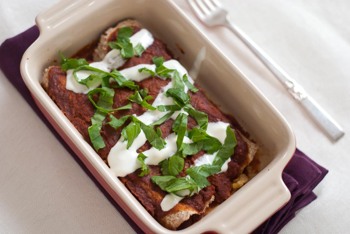 Enchiladas de desayuno con salsa poblano asado