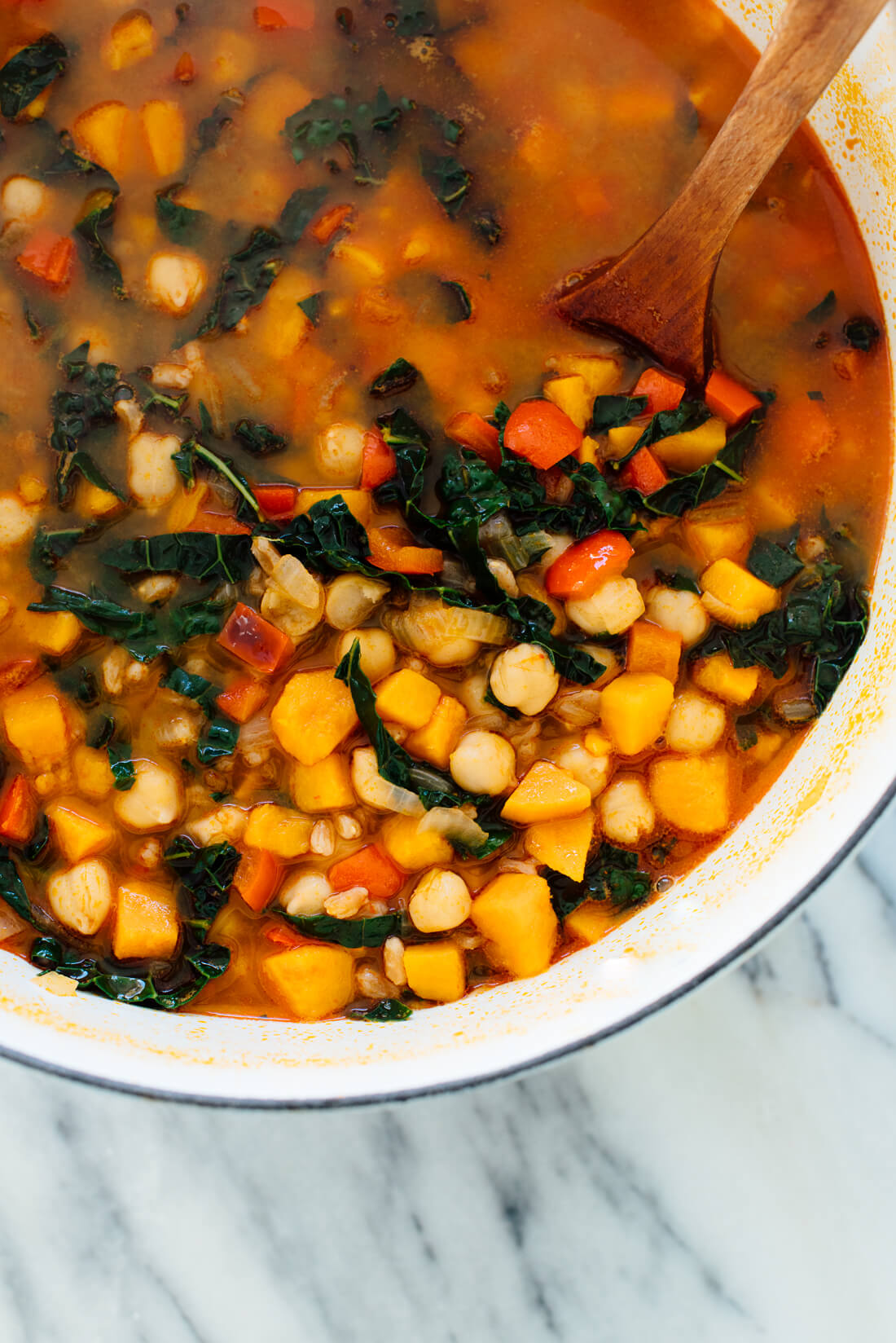 This hearty sweet potato, kale and chickpea soup with farro will warm you right up. #vegetarian