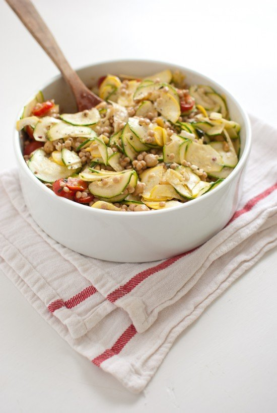 Mediterranean pasta-salad with raw squash