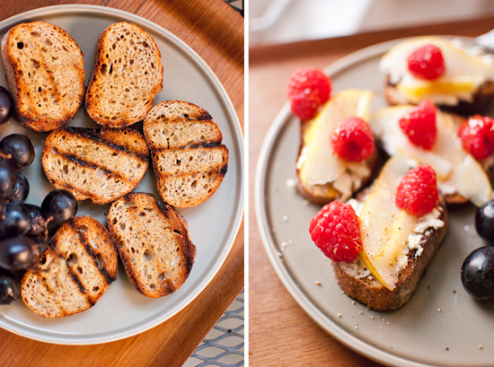 Grilled crostini with pear and raspberries