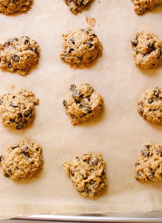 Gluten-free (flourless!) peanut butter chocolate chip oatmeal cookies - cookieandkate.com