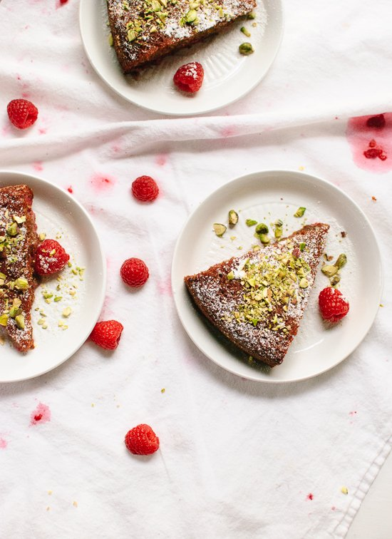 This gluten-free almond meal and honey cake is a delicious summertime treat. cookieandkate.com