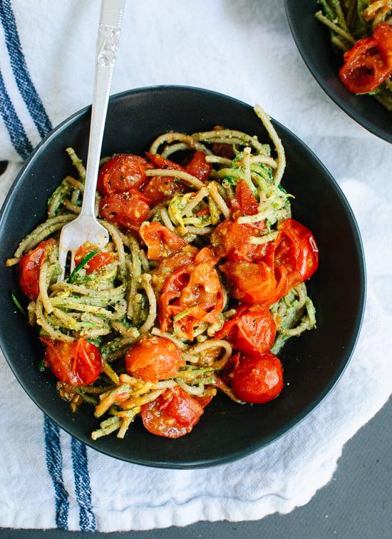 Vegetarian pesto, squash noodles and spaghetti with burst cherry tomatoes - familycuisine.net