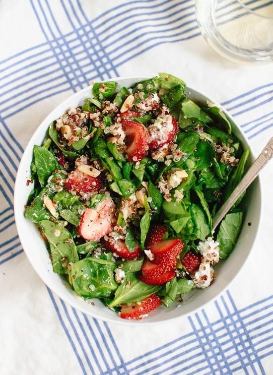 Ensalada de Fresas y Espinacas con Quinoa y Queso de Cabra