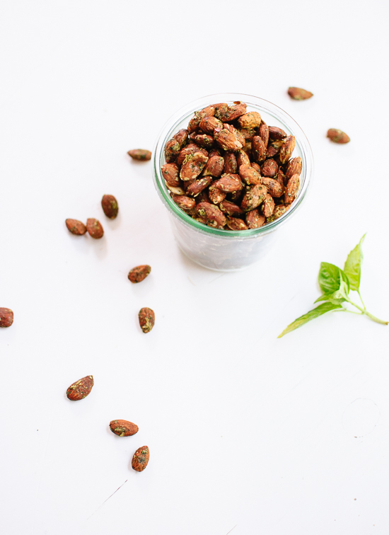 Basil pesto almonds recipe, a great snack or appetizer! cookieandkate.com