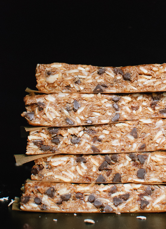 Dark chocolate, almond and honey granola bars - cookieandkate.com