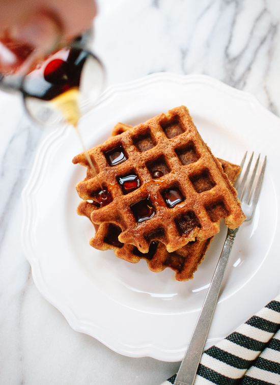 Whole grain spiced pumpkin waffles that are crisp, fluffy and delicious! (gluten free) cookieandkate.com