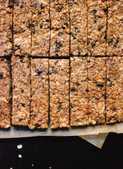 Honey-Sweetened Almond Chocolate Chip Granola Bars - cookieandkate.com