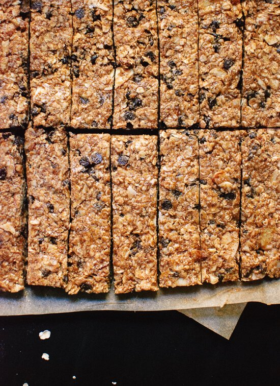 Healthy, honey-sweetened, salted almond chocolate chip granola bars. Keep these bars on hand for traveling or whenever hunger strikes! - cookieandkate.com