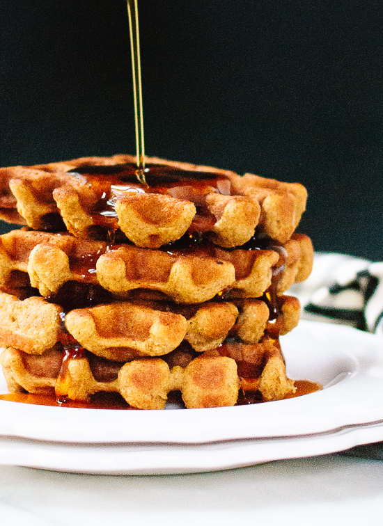 Healthy pumpkin spice waffles that are crispy on the outside and so fluffy on the inside! (gluten free) cookieandkate.com