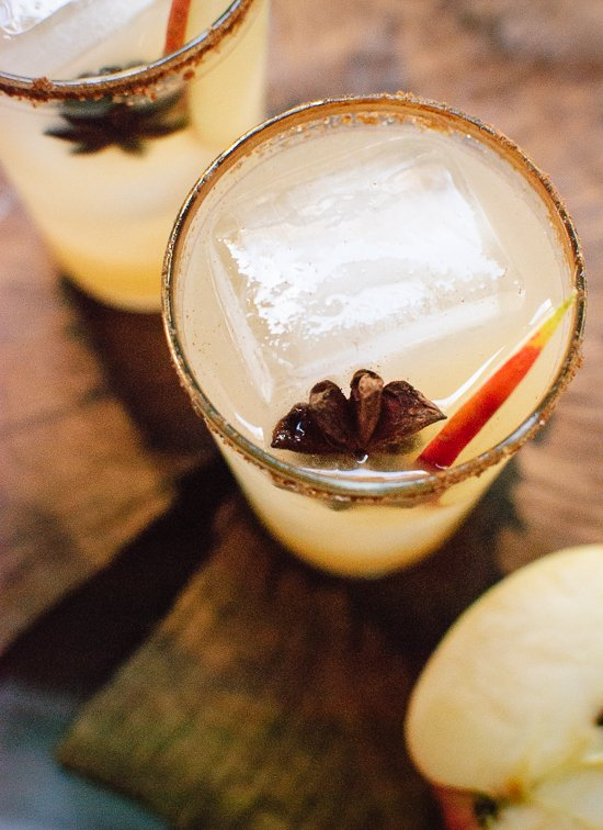 Spiced apple margaritas! Perfect for holiday parties. cookieandkate.com