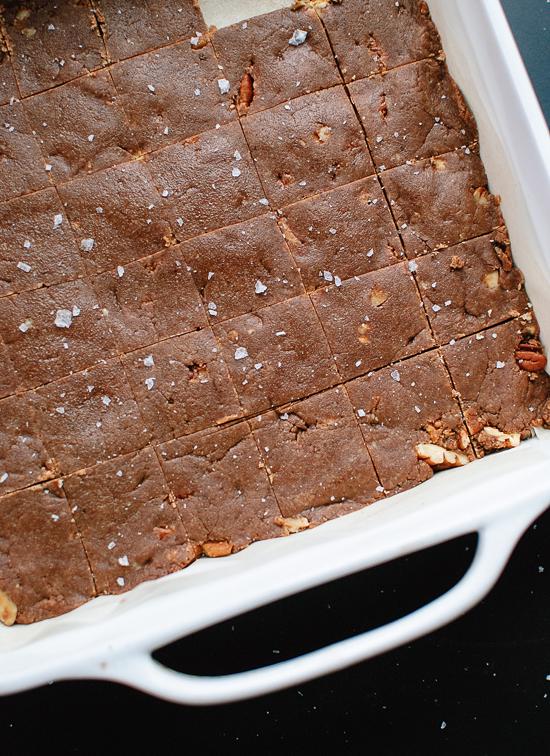 Healthy fudge recipe (it's so easy to make!) cookieandkate.com