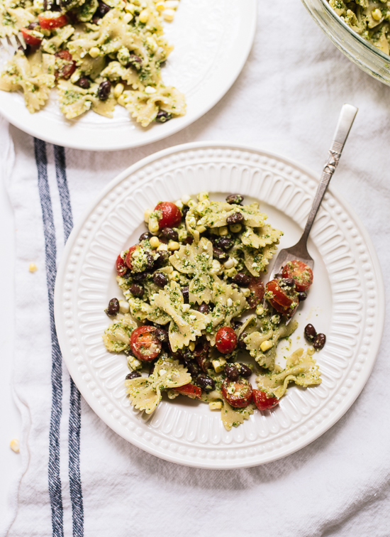 Pesto pasta salad with bold summertime flavors! cookieandkate.com