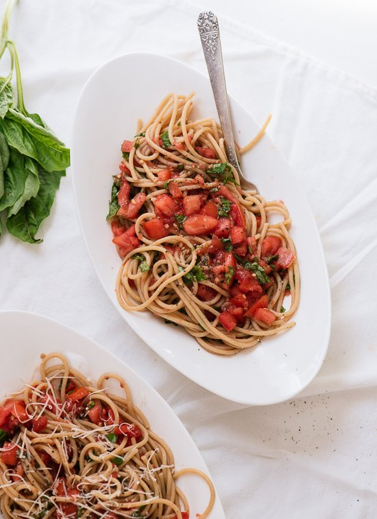 Super fresh tomato sauce with spaghetti - cookieandkate.com