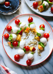 Simple caprese skewers recipe, perfect for summer parties!