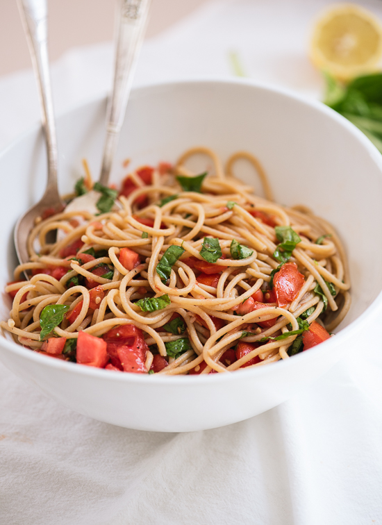 Spaghetti with fresh tomato sauce - cookieandkate.com
