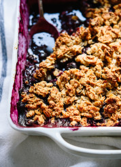 Blueberry almond crisp, a delicious summer dessert!