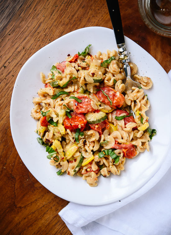 Super simple and fresh summer pasta recipe - cookieandkate.com