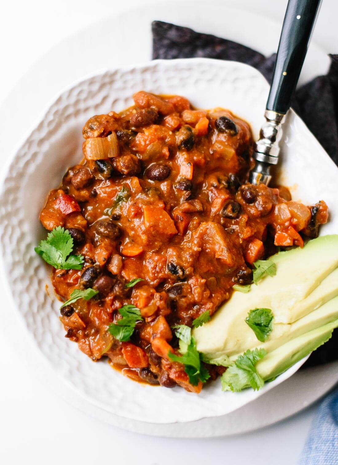 The best vegetarian chili - so easy to make with basic ingredients! cookieandkate.com