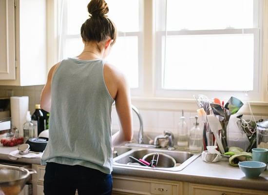 Kate dishwashing