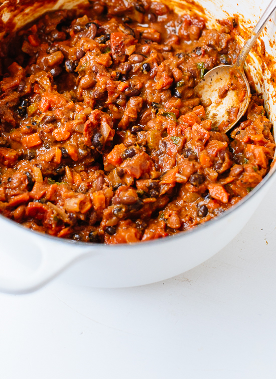 Homemade vegetarian chili recipe - cookieandkate.com