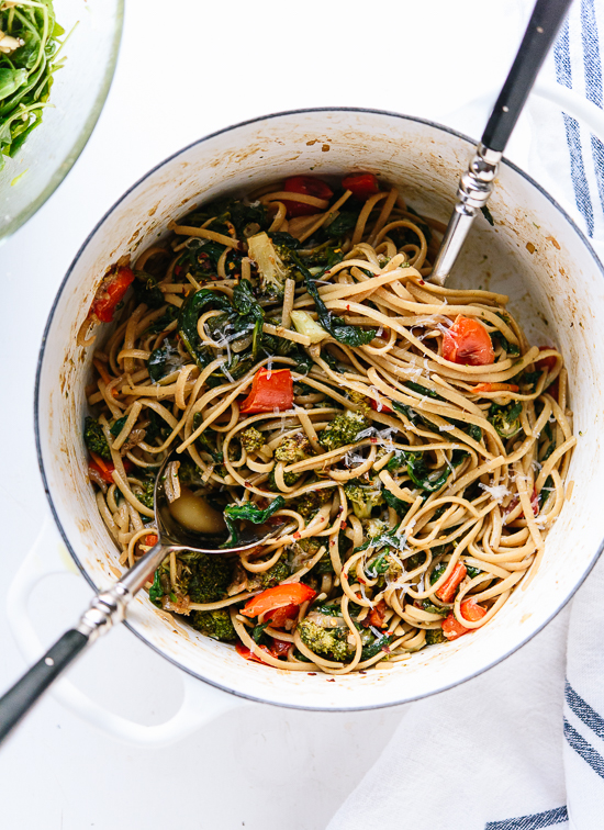 Roasted broccoli and bell pepper with spinach linguine - cookieandkate.com