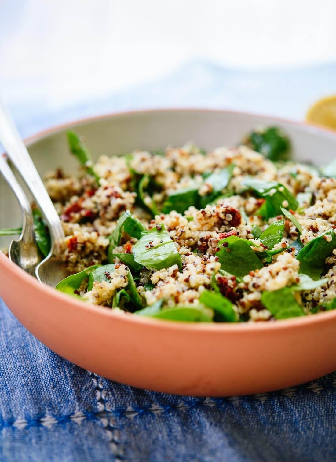 Sun-dried tomato, spinach and quinoa salad recipe - cookieandkate.com