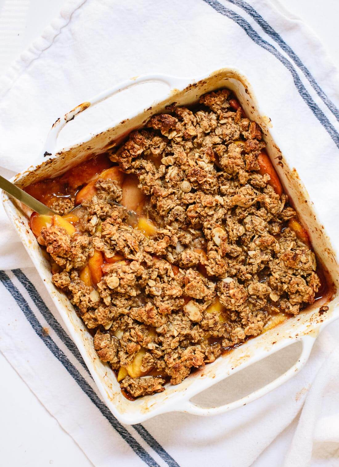 This lightened up, healthy peach crisp recipe is the perfect summertime dessert. cookieandkate.com