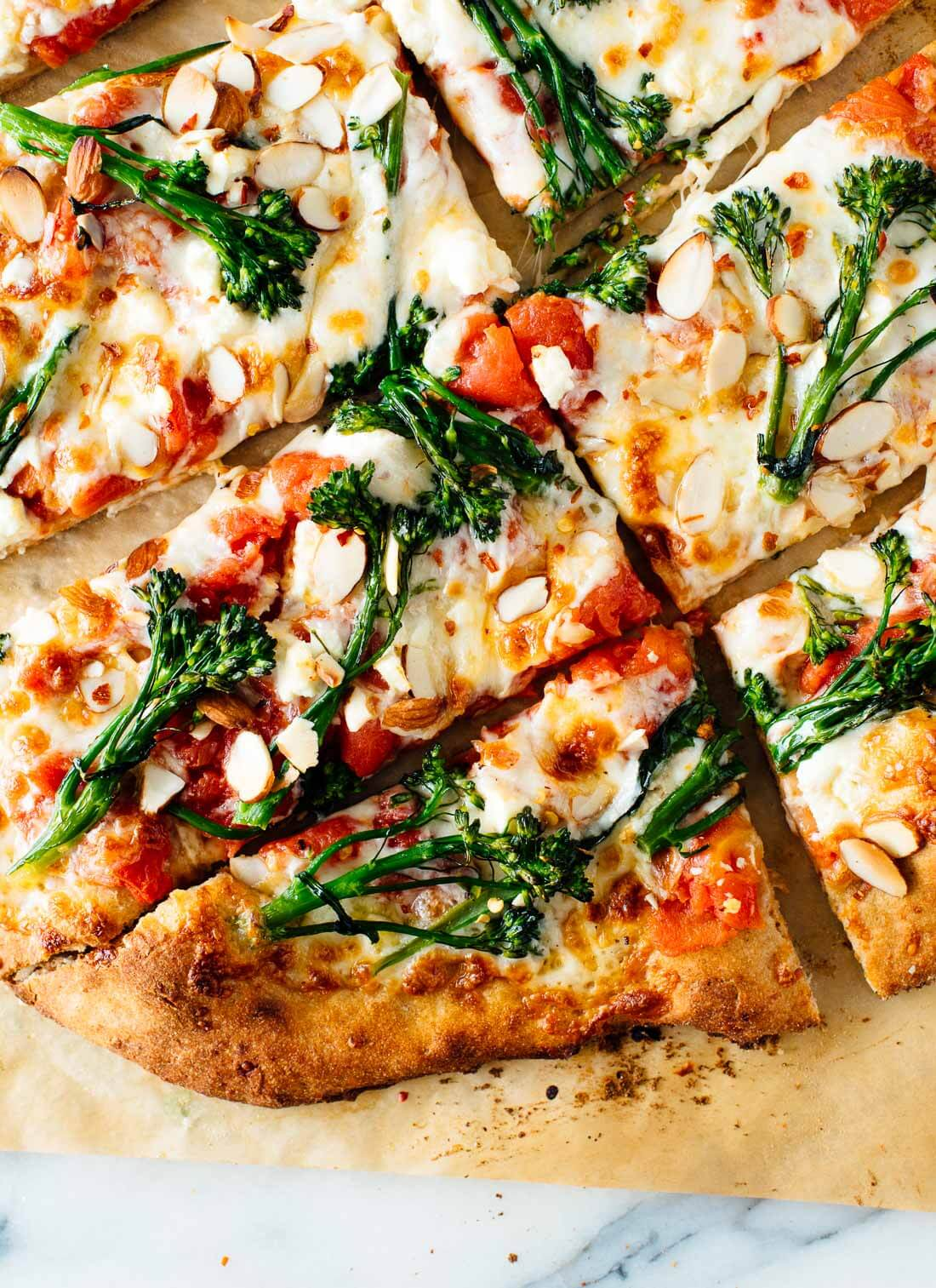 Pizza Broccolini de almendras