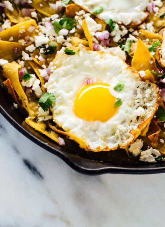 DELICIOUS chilaquiles recipe with salsa verde instead of red sauce! This is a fantastic breakfast, brunch or dinner. cookieandkate.com