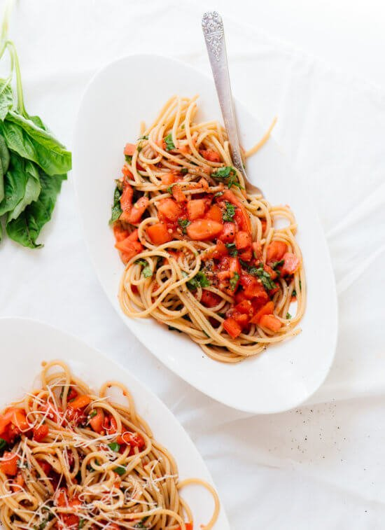 Super fresh tomato sauce with spaghetti - cookieandkate.com