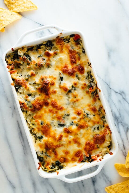 This baked spinach artichoke dip recipe will be a big hit at your next party! It's cheesy but not too heavy. Try and you'll see!