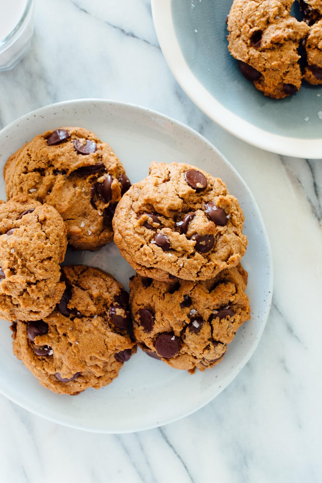 The best chocolate chip cookies recipe! These cookies don't require a mixer or an overnight rest, AND they just-so-happen to be vegan. #dairyfree #eggfree #cookierecipe #chocolate