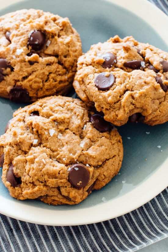 Vegan chocolate chip cookies recipe (no one will ever guess). Made with whole grains and coconut oil instead of butter!