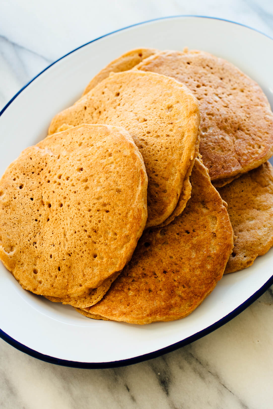 The best whole wheat pancakes recipe! These #pancakes are absolutely delicious and are made with 100% whole grains.