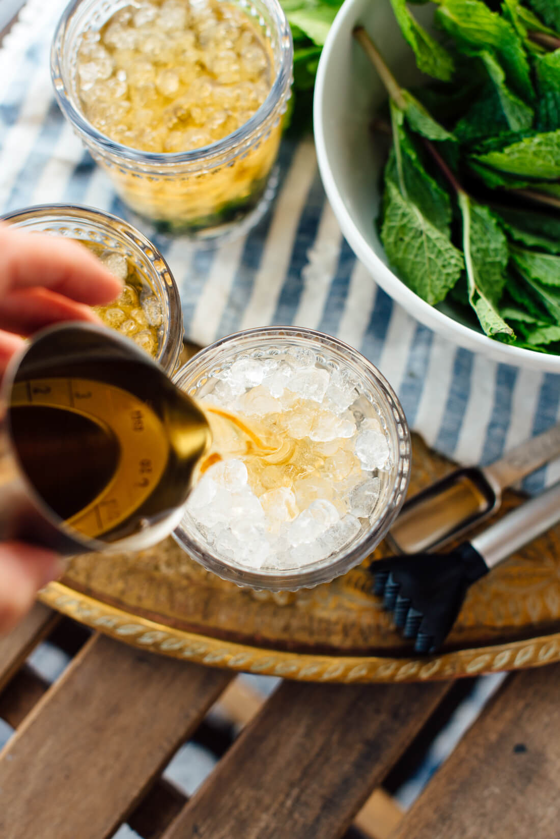 how to make maple mint julep cocktail