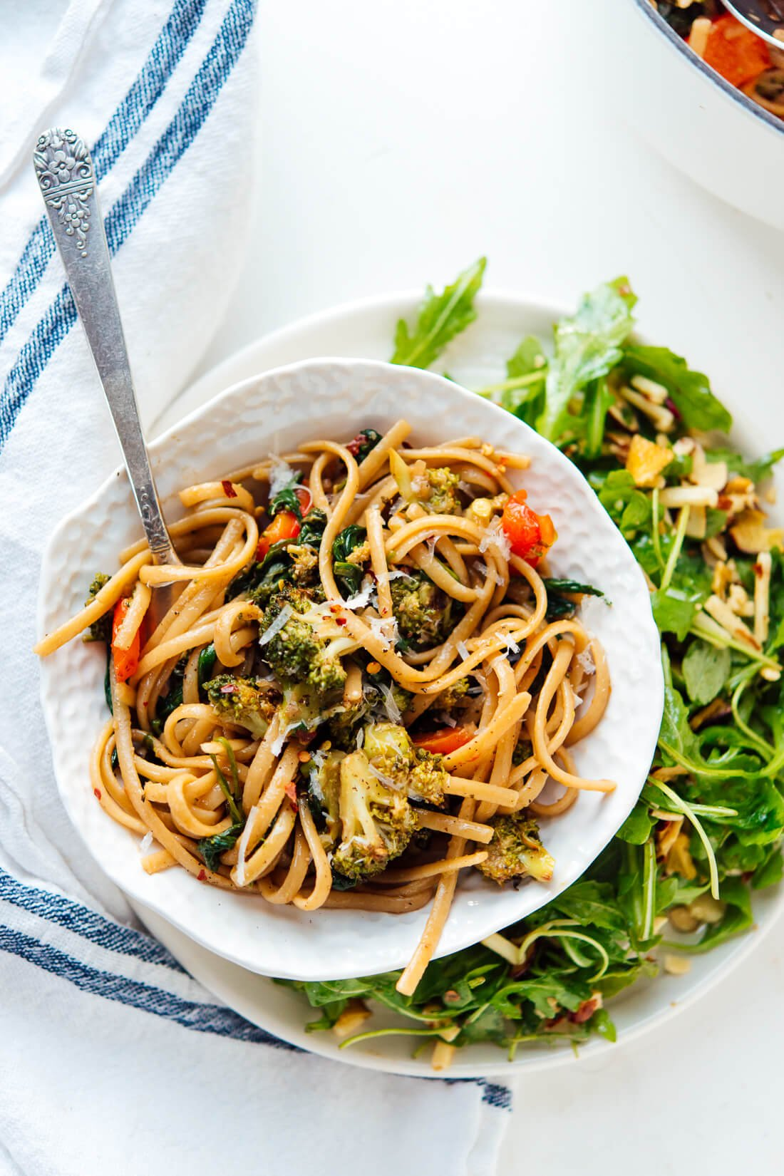 Spinach pasta with roasted broccoli and bell pepper