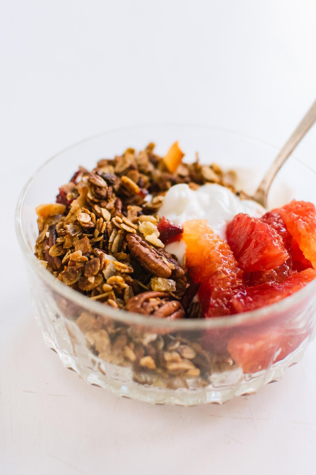 Gingerbread granola with yogurt