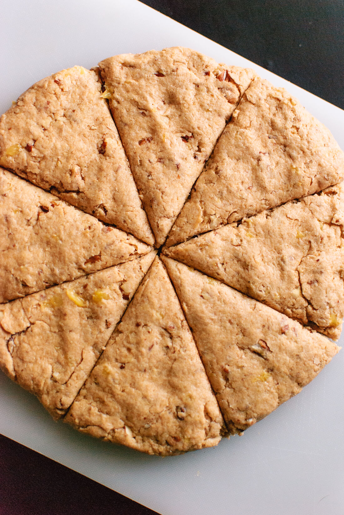 how to slice vegan banana nut scones